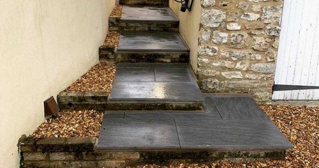 Porcelain steps with shingle alongside